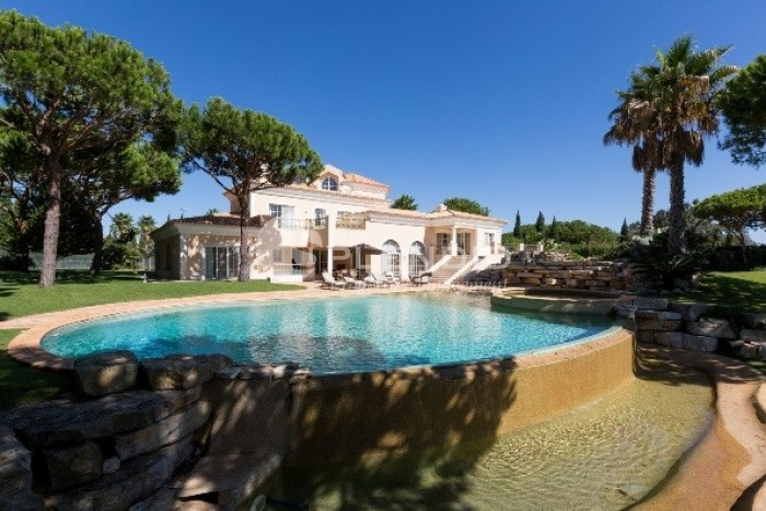 Beautiful Villa set in spacious grounds